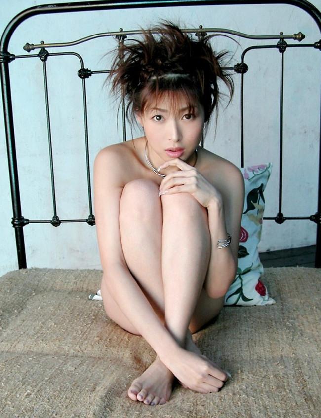 【ヌード画像】夏目ナナのスレンダー美人ヌード画像(32枚) 22