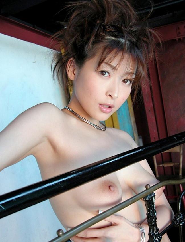 【ヌード画像】夏目ナナのスレンダー美人ヌード画像(32枚) 29