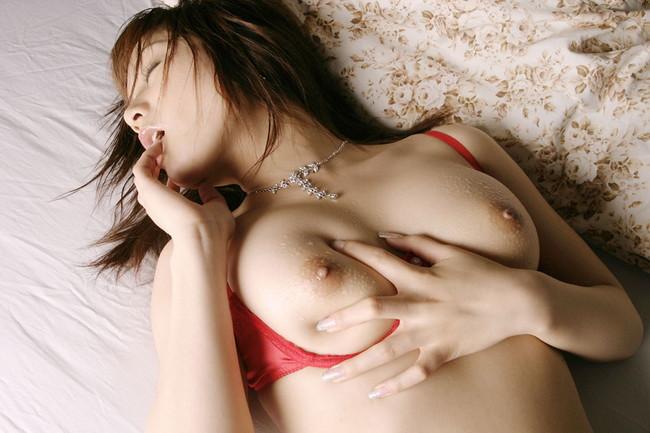 【ヌード画像】ぷよぷよして柔らかそうなオッパイが最高w(33枚) 09