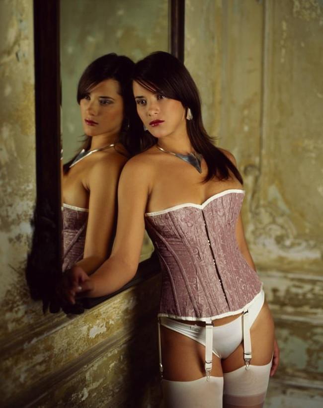 【ヌード画像】コルセット美女たちのエロ姿がぐうしこw(30枚) 22