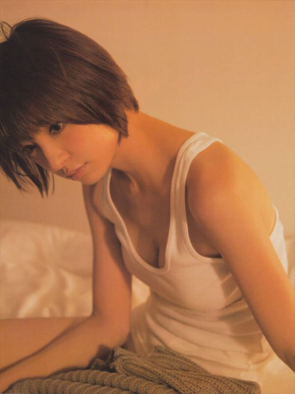 【ヌード画像】AKB卒業生、篠田麻里子のスレンダーなセクシーグラビア画像(30枚) 06