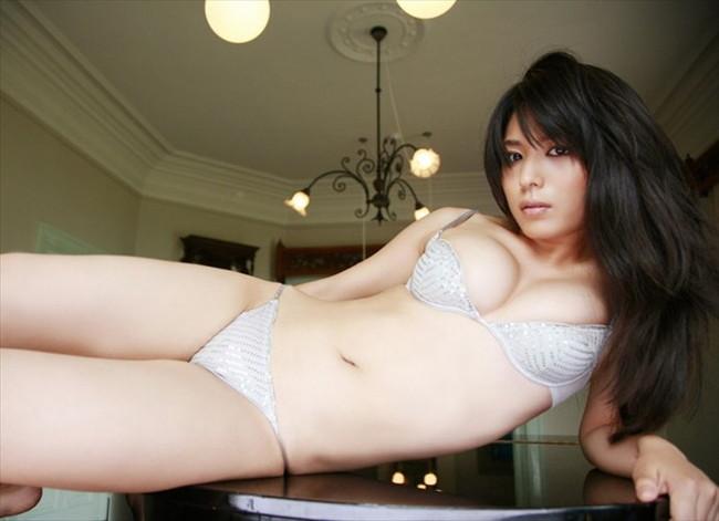 【ヌード画像】美女の純白下着姿には清純さと淫乱さが同居していますw(31枚) 09
