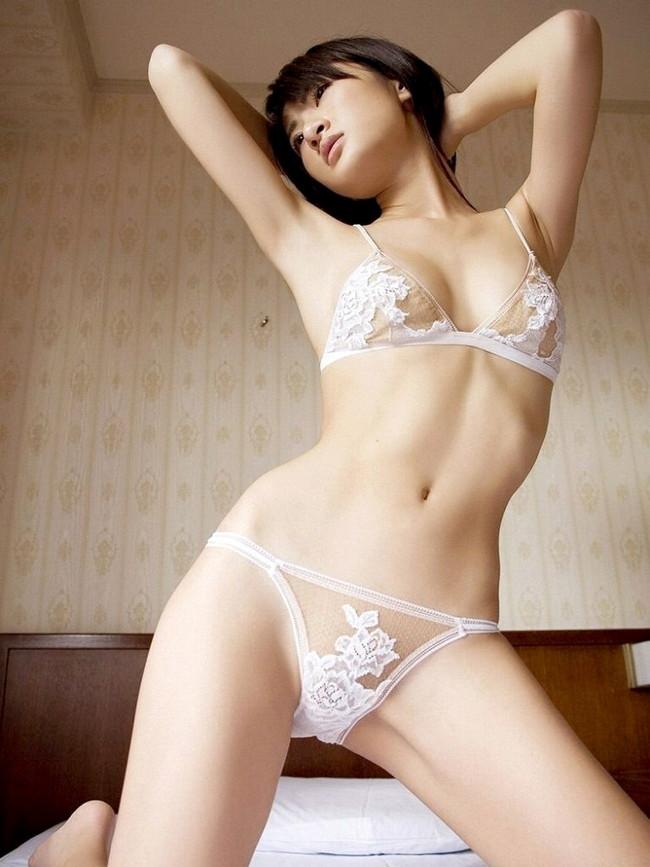 【ヌード画像】美女の純白下着姿には清純さと淫乱さが同居していますw(31枚) 13