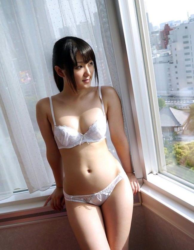 【ヌード画像】美女の純白下着姿には清純さと淫乱さが同居していますw(31枚) 15