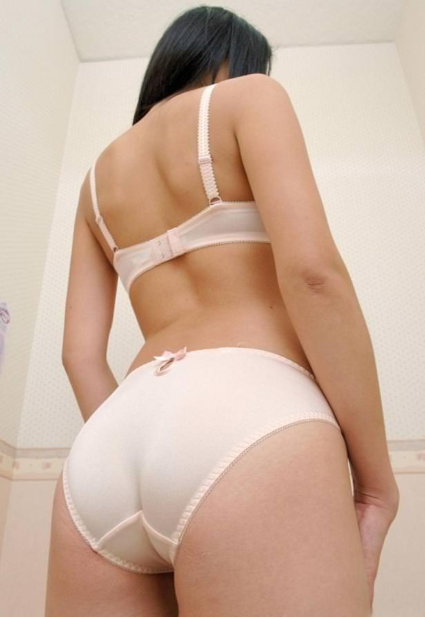 【ヌード画像】美女の純白下着姿には清純さと淫乱さが同居していますw(31枚) 17