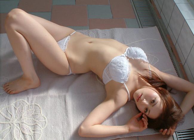 【ヌード画像】美女の純白下着姿には清純さと淫乱さが同居していますw(31枚) 27