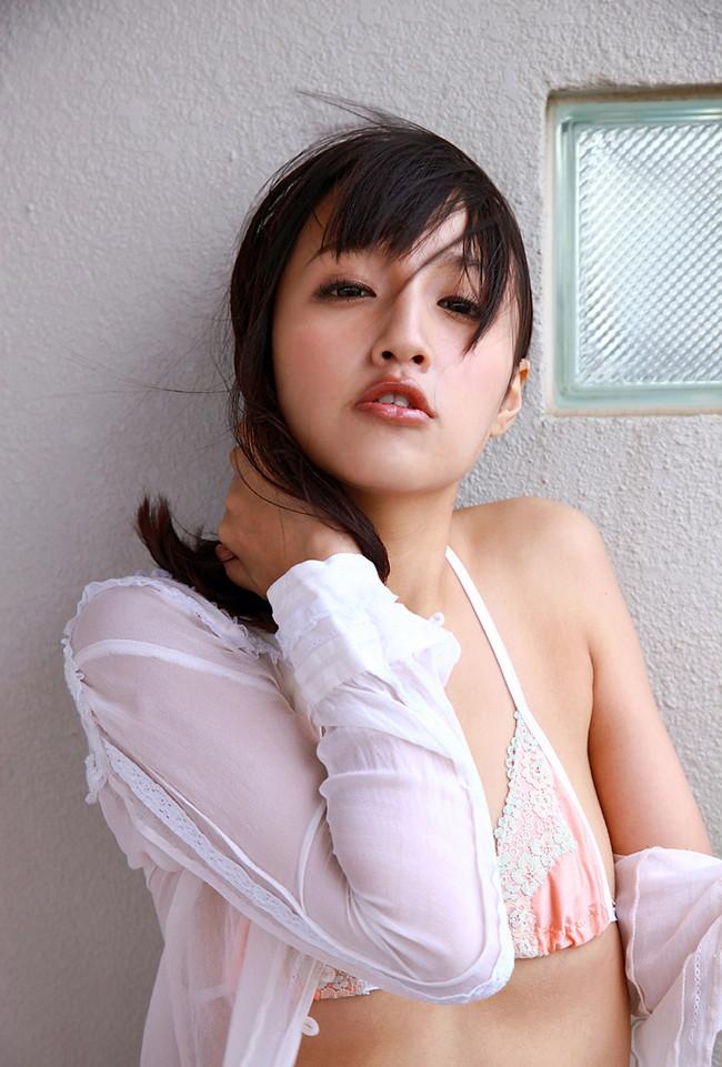 【ヌード画像】青山ローラの下着姿や水着姿がエロカワイイw(31枚) 12