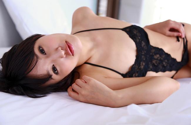 【ヌード画像】青山ローラの下着姿や水着姿がエロカワイイw(31枚) 17