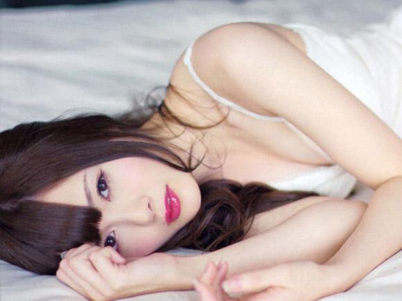【ヌード画像】白い肌が魅力的!白石麻衣のセクシー画像(30枚) 30