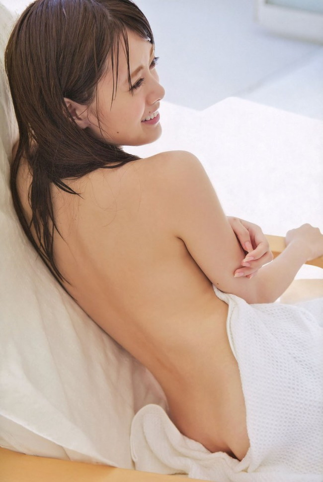 【ヌード画像】白い肌が魅力的!白石麻衣のセクシー画像(30枚) 01