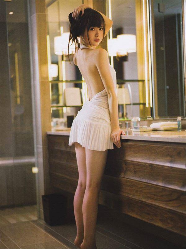 【ヌード画像】白い肌が魅力的!白石麻衣のセクシー画像(30枚) 16