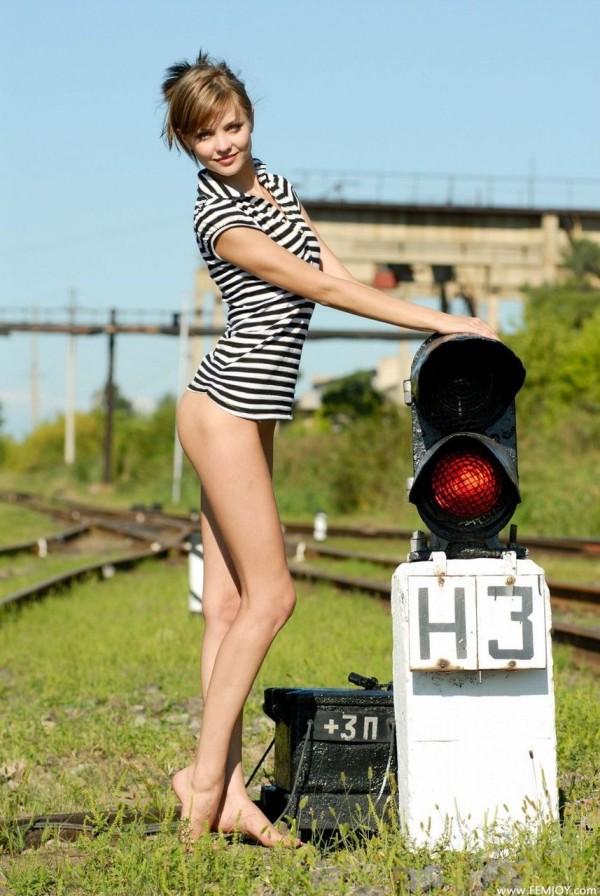 【ヌード画像】外国人が見せる美脚のエロさは異常w(30枚) 15