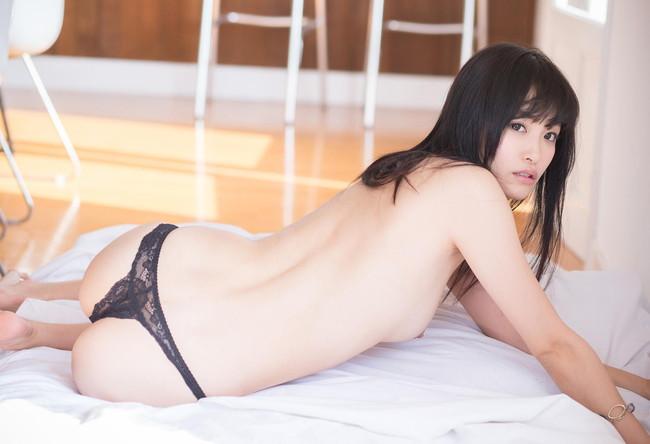 【ヌード画像】柚月あいの美巨乳ボディは陰茎が反応しすぎて困るw(33枚) 01