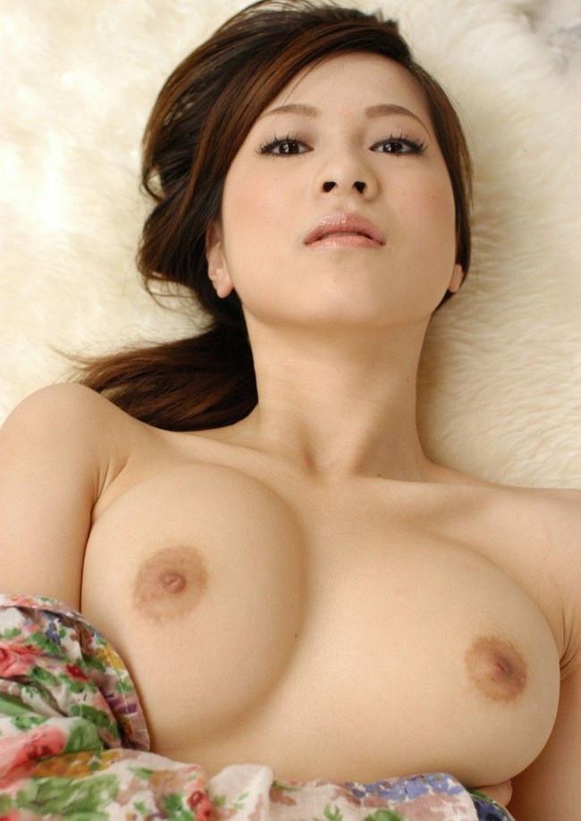 【ヌード画像】美女がさらす生おっぱいのエロさは異常w(30枚) 28