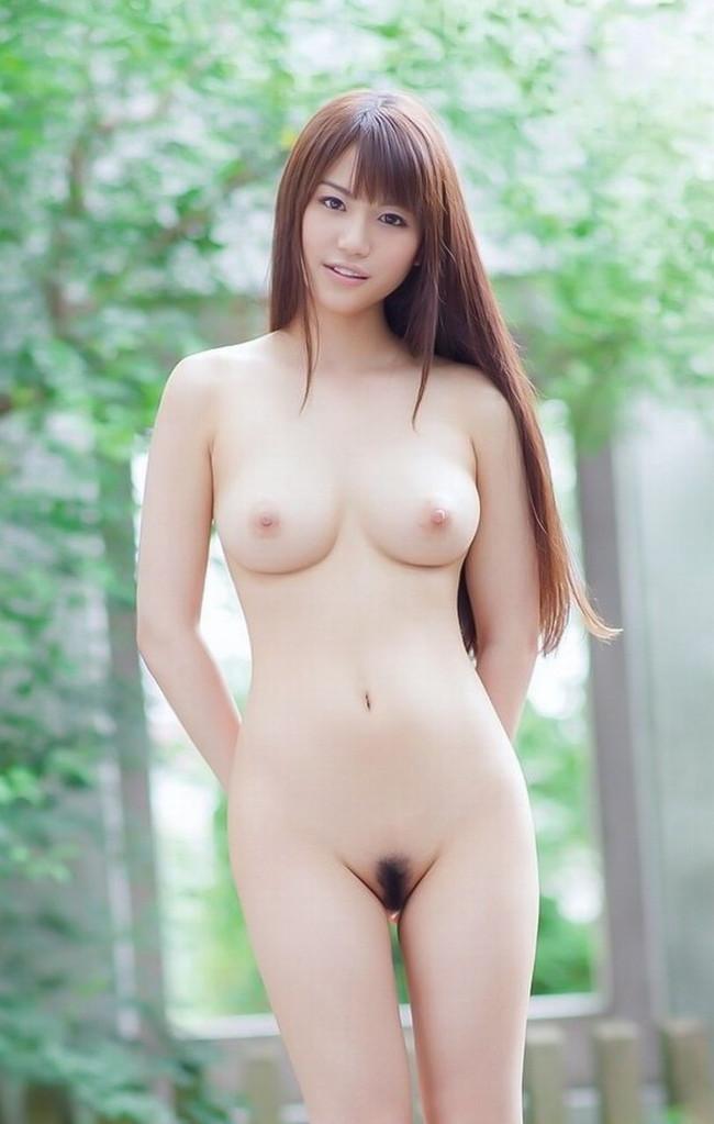 【ヌード画像】野外でこんな格好しちゃう女の子エロすぎだろ…(30枚) 01