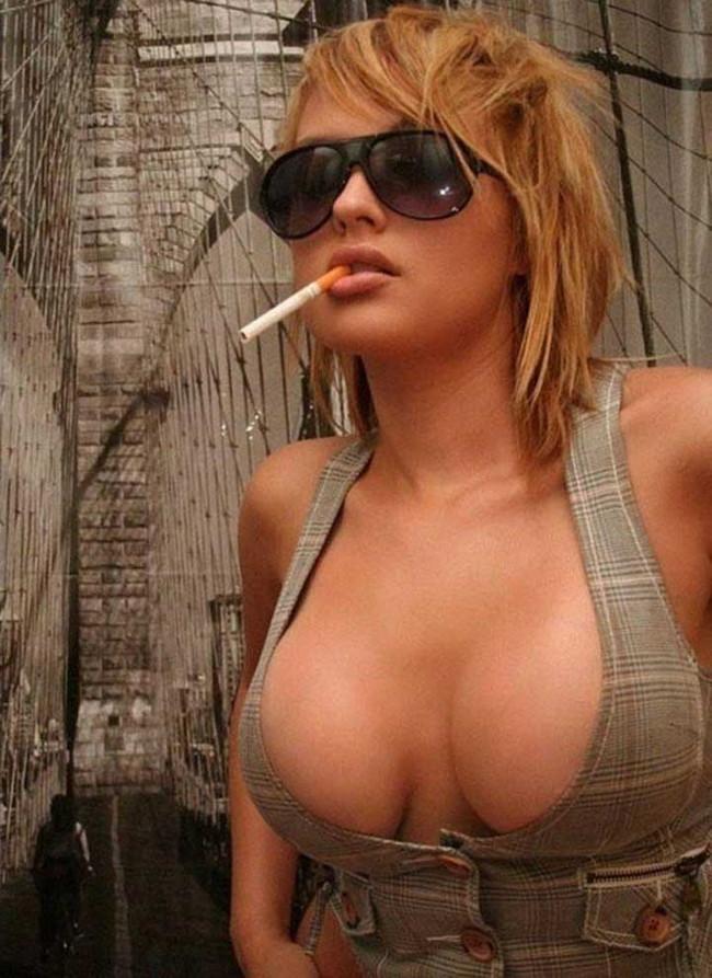 【ヌード画像】タバコを吸いながらのヌード画像集。事が終わった後感や外人のオラオラ感がたまりません!!(50枚) 40