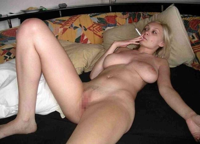 【ヌード画像】タバコを吸いながらのヌード画像集。事が終わった後感や外人のオラオラ感がたまりません!!(50枚) 42