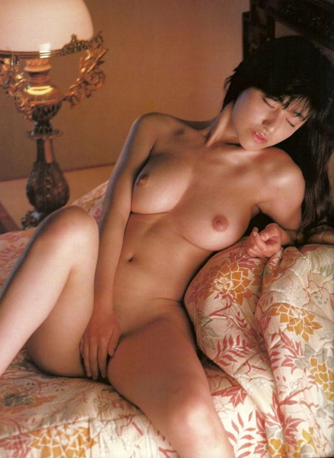 【ヌード画像】エロいヌードは恥じらいがあってナンボ!手で隠してチラ見せしたりはにかんだりと超エロい画像集(50枚) 01