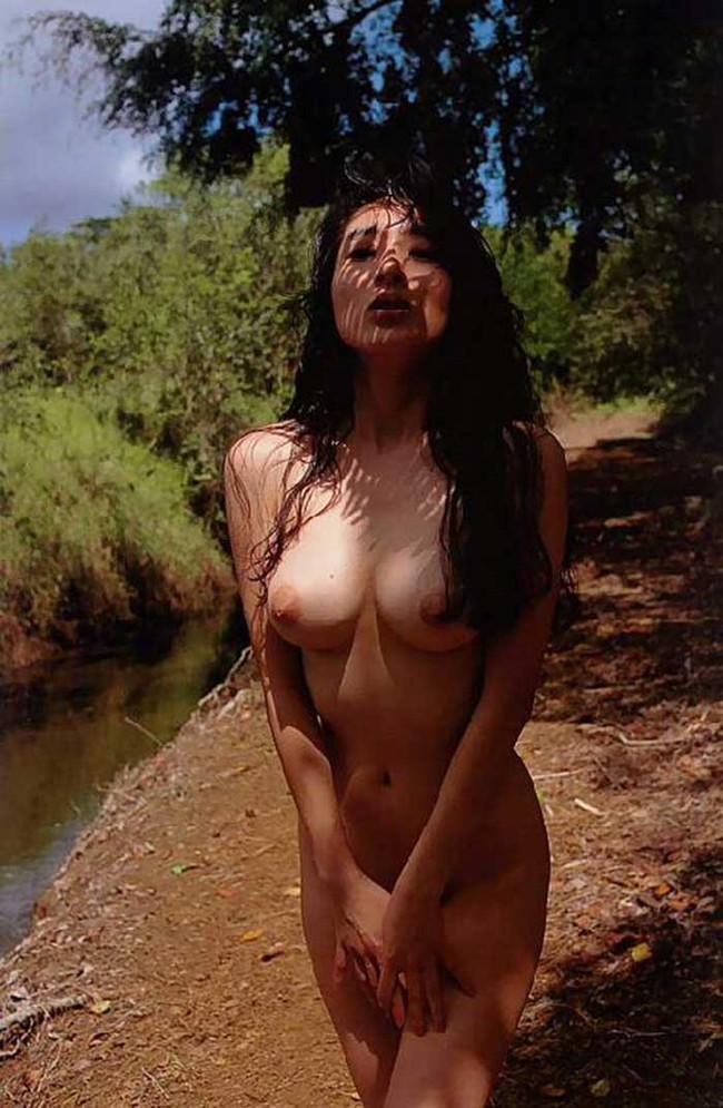 【ヌード画像】エロいヌードは恥じらいがあってナンボ!手で隠してチラ見せしたりはにかんだりと超エロい画像集(50枚) 12