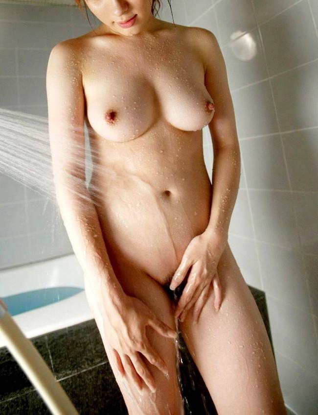 【ヌード画像】濡れる髪!下の毛!、はじける水しぶき!やっぱりシャワーのヌード画像が一番エロいぜ!(50枚) 24