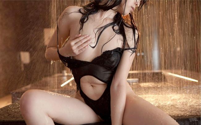 【ヌード画像】濡れる髪!下の毛!、はじける水しぶき!やっぱりシャワーのヌード画像が一番エロいぜ!(50枚) 35