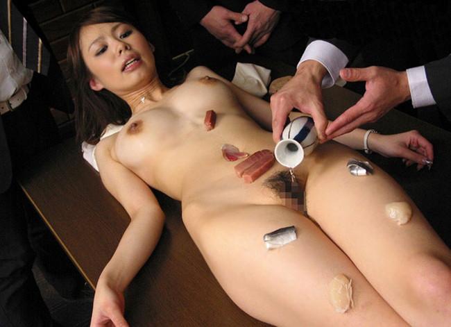 【ヌード画像】バブル時代の置き土産、女体盛りヌード画像がアホすぎてエロすぎる!(50枚) 05