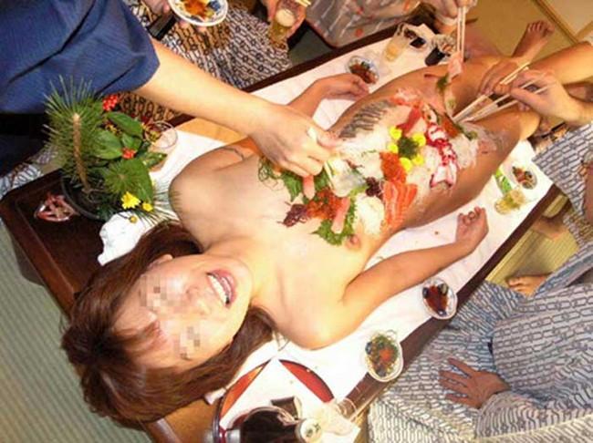 【ヌード画像】バブル時代の置き土産、女体盛りヌード画像がアホすぎてエロすぎる!(50枚) 10