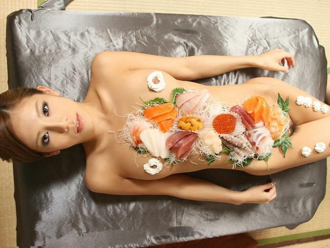 【ヌード画像】バブル時代の置き土産、女体盛りヌード画像がアホすぎてエロすぎる!(50枚) 14