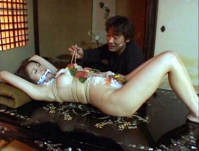 【ヌード画像】バブル時代の置き土産、女体盛りヌード画像がアホすぎてエロすぎる!(50枚) 18