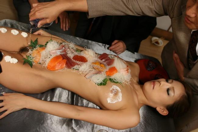 【ヌード画像】バブル時代の置き土産、女体盛りヌード画像がアホすぎてエロすぎる!(50枚) 22
