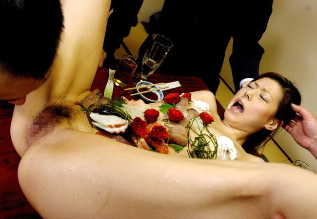 【ヌード画像】バブル時代の置き土産、女体盛りヌード画像がアホすぎてエロすぎる!(50枚) 34