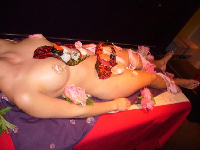 【ヌード画像】バブル時代の置き土産、女体盛りヌード画像がアホすぎてエロすぎる!(50枚) 48