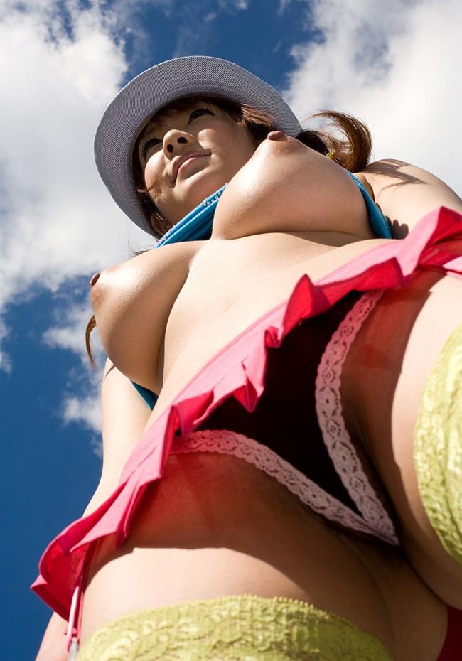 【ヌード画像】おっぱいは下から見上げるためにある。スライムのような見事な下からアングルのおっぱい画像集(50枚) 34