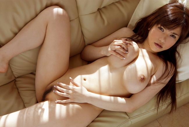【ヌード画像】自分でおっぱい揉みしだいている女性って誘いまくっててエロくないですか?そんな画像をご堪能ください(50枚) 37