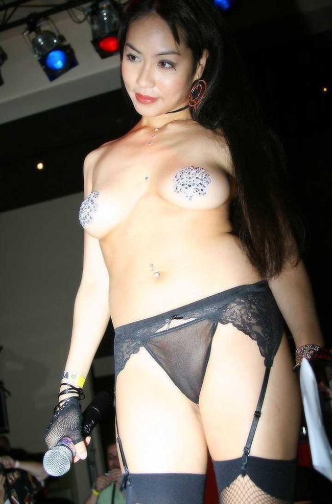 【ヌード画像】ガーターベルトありきのヌード画像が最高に好っきやねん!セクシー&美脚度をアップさせる最強アイテムがコレ!(50枚) 26