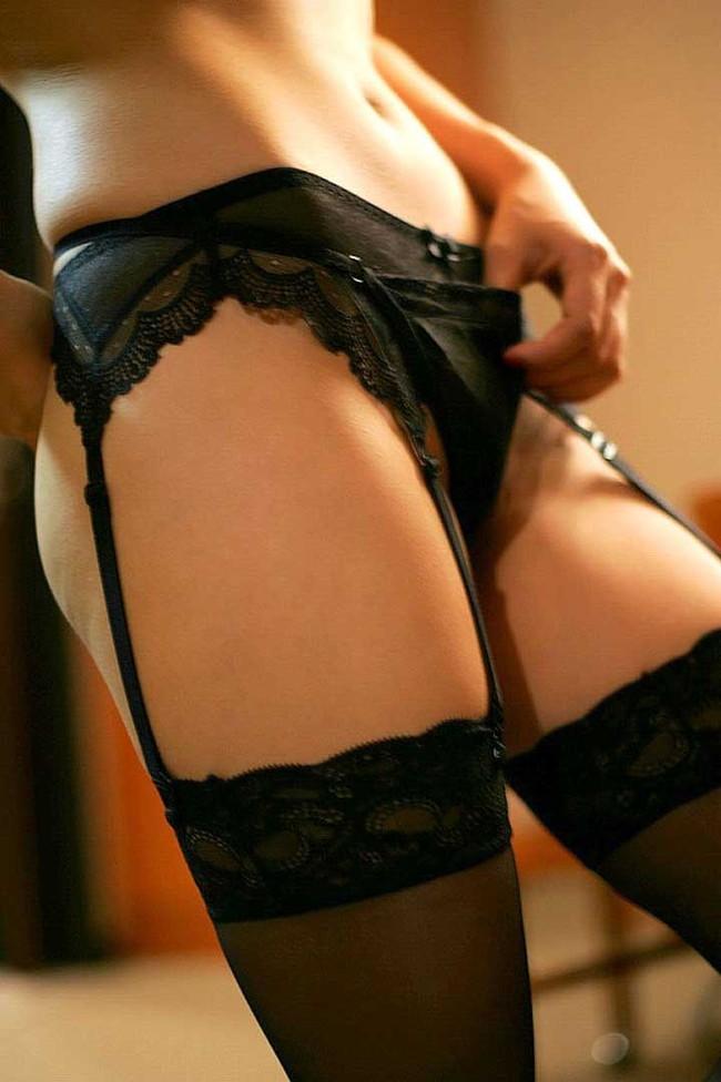 【ヌード画像】ガーターベルトありきのヌード画像が最高に好っきやねん!セクシー&美脚度をアップさせる最強アイテムがコレ!(50枚) 33
