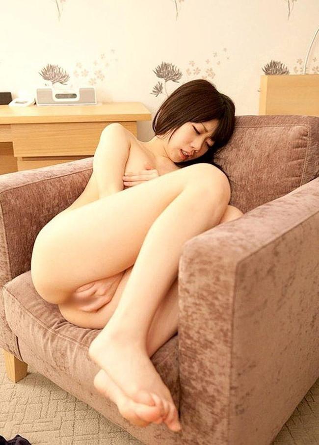 【ヌード画像】指入れオナニーって女性の本気度が伝わってきて最高にエロいよね!的な自分の指入れちゃってるオナニー画像集(50枚) 38