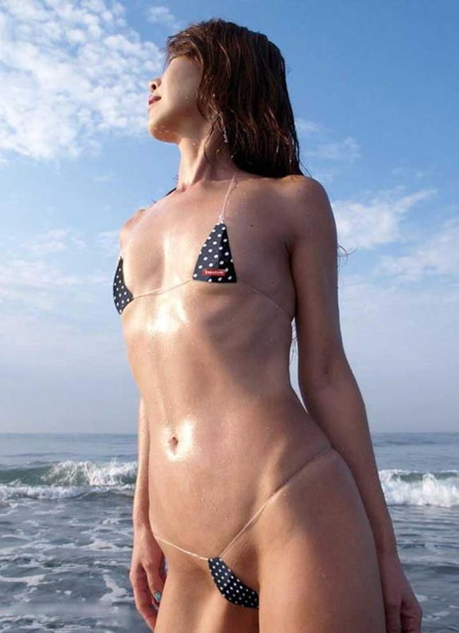 【ヌード画像】見事すぎる二等辺三角形!マイクロビキニのほぼ全裸さらけ出しちゃってるエロすぎる画像を集めてみました!(50枚) 24