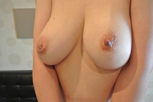 【ヌード画像】全力で吸い付きたくなる陥没乳首!勃起させるまでの振れ幅最高の陥没乳首エロ画像集!(50枚) 47