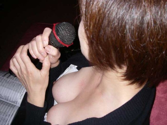 【ヌード画像】見えた瞬間に恋に落ちる!街中でとらえた胸チラ画像を50枚集めたら、妄想で50人の彼女ができた気分ですww(50枚) 34