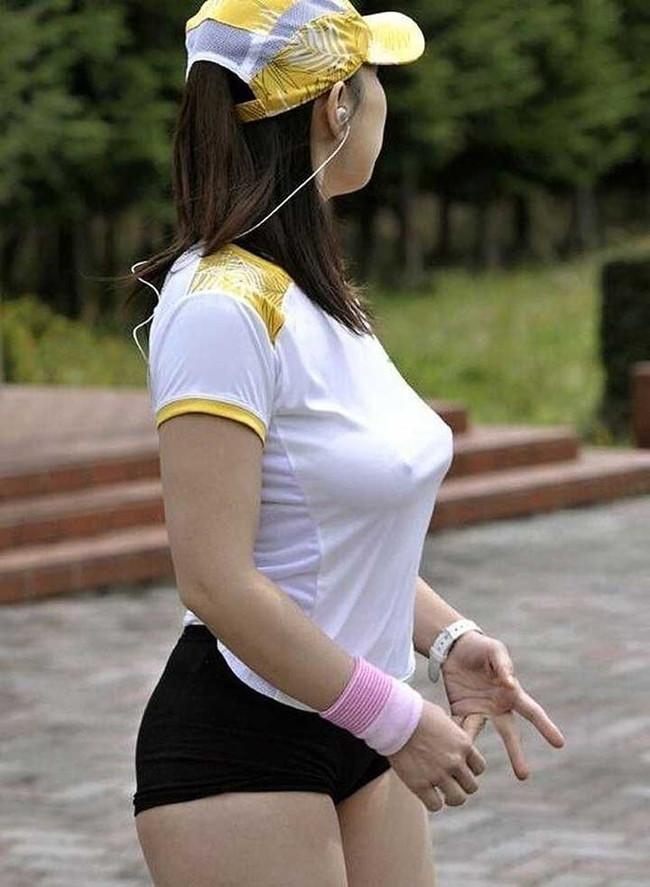 【ヌード画像】濡れて透ける服のナンバーワンはTシャツであると信じて疑わない僕が集めたTシャツ透けエロ画像集です!(50枚) 12