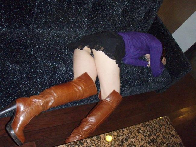 【ヌード画像】泥酔女の露出はリアルすぎてエロすぎる!アルコールのチカラを改めて感じる泥酔女性のエロ画像集!(50枚) 42