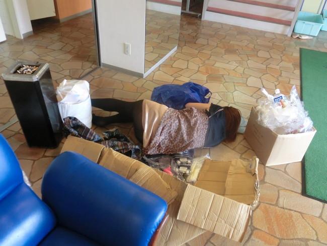 【ヌード画像】泥酔女の露出はリアルすぎてエロすぎる!アルコールのチカラを改めて感じる泥酔女性のエロ画像集!(50枚) 47