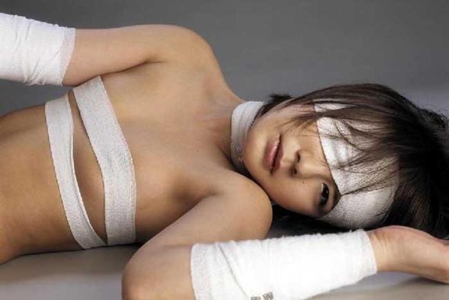【ヌード画像】包帯巻いてるヌード画像って得も言われぬエロさがあるよね!どう見てもケガ関係なく包帯巻いてるエロ画像集(50枚) 21
