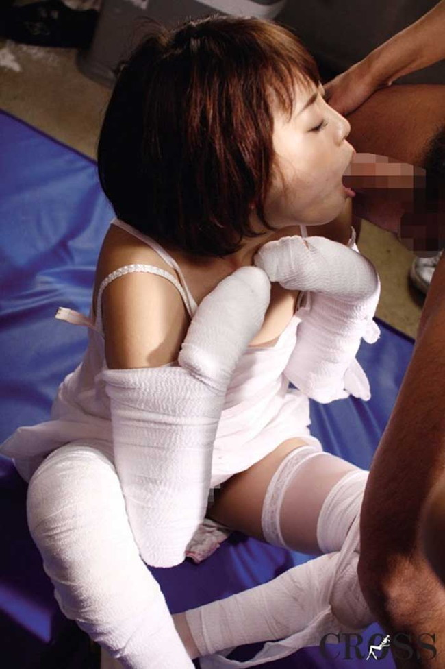 【ヌード画像】包帯巻いてるヌード画像って得も言われぬエロさがあるよね!どう見てもケガ関係なく包帯巻いてるエロ画像集(50枚) 23