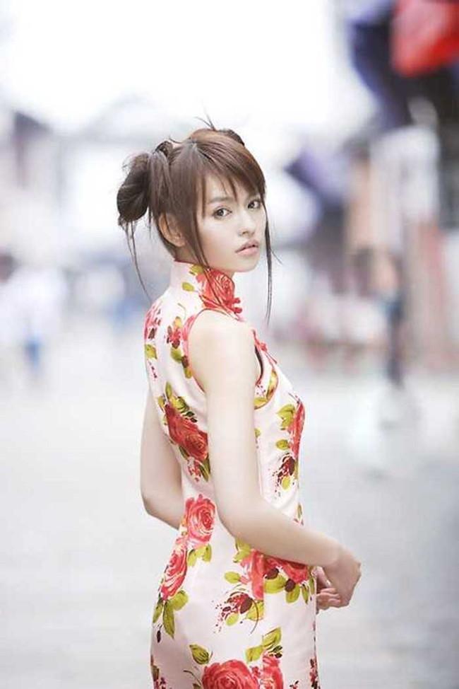 【ヌード画像】チャイナドレスってきらいな野郎はいないよな!スリットとパツパツ具合にコーフンするチャイナドレス画像集(50枚) 32