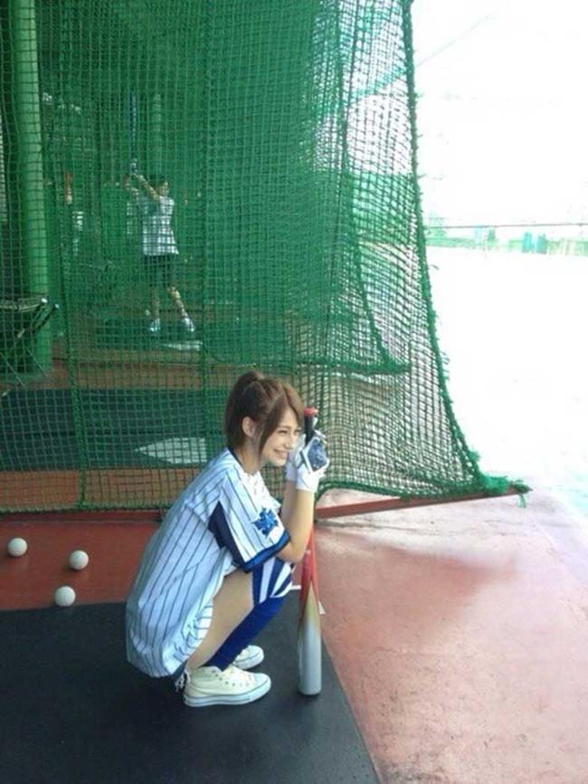 【ヌード画像】女の子が野球のユニフォーム着ると想像以上にエロくなるという事を女性自身はまだ知らないのだろうか?野球ユニのセクシー画像(50枚) 01