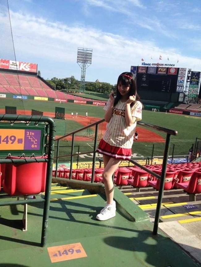 【ヌード画像】女の子が野球のユニフォーム着ると想像以上にエロくなるという事を女性自身はまだ知らないのだろうか?野球ユニのセクシー画像(50枚) 02