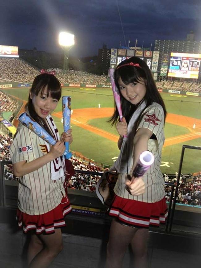 【ヌード画像】女の子が野球のユニフォーム着ると想像以上にエロくなるという事を女性自身はまだ知らないのだろうか?野球ユニのセクシー画像(50枚) 03