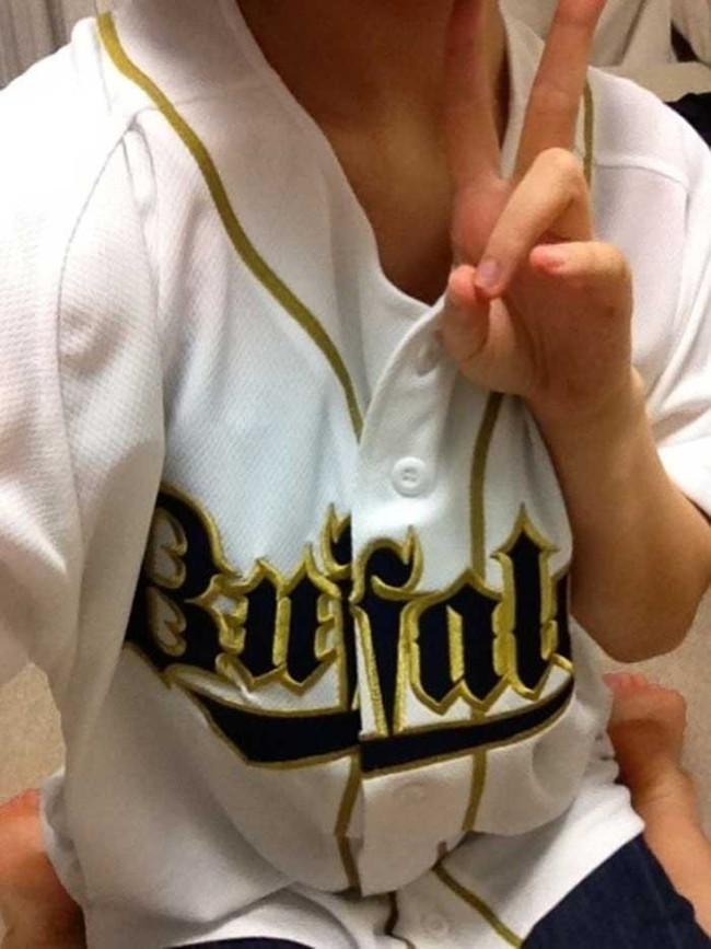 【ヌード画像】女の子が野球のユニフォーム着ると想像以上にエロくなるという事を女性自身はまだ知らないのだろうか?野球ユニのセクシー画像(50枚) 09